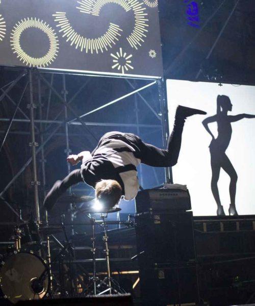 acrobatic shadow