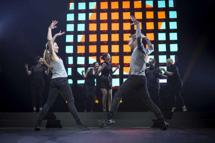dancers show hello orange
